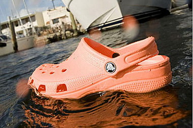 crocs обувь, шлепанцы крокс, кроксы спасли жизнь